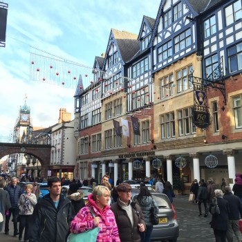 chester-christmas-shoppers-clock